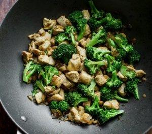 Low-Fat-Chicken-Breast-Broccoli-Stir-Fry